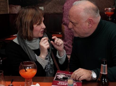 Rafael Solaz y Aurora Luna conversando animadamente sobre La Valencia rescatada