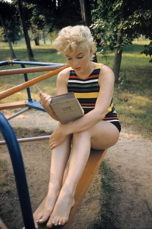 Marilyn Monroe leyendo