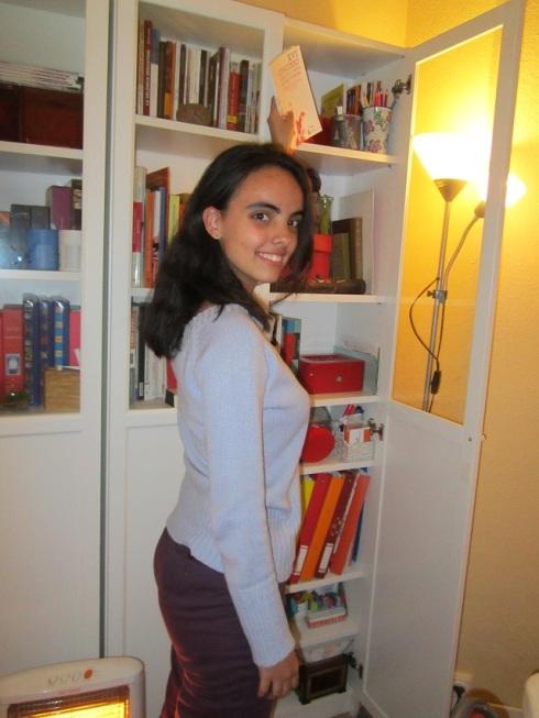 Sofía Tébar Ardila en la biblioteca de talentos de los talleres de escritura creativa de Libro vuela libre